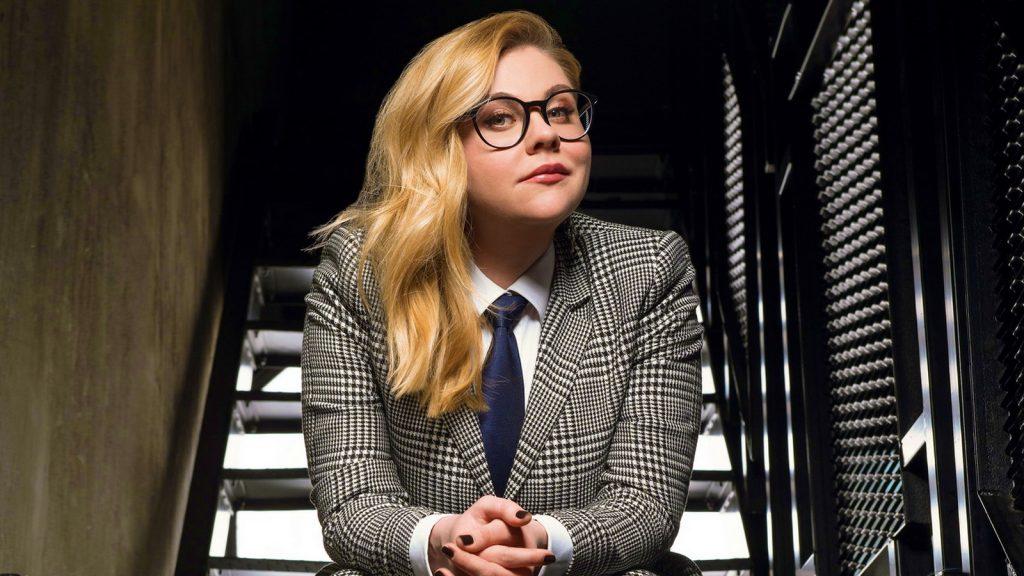 Валентина Мазунина в костюме с галстуком